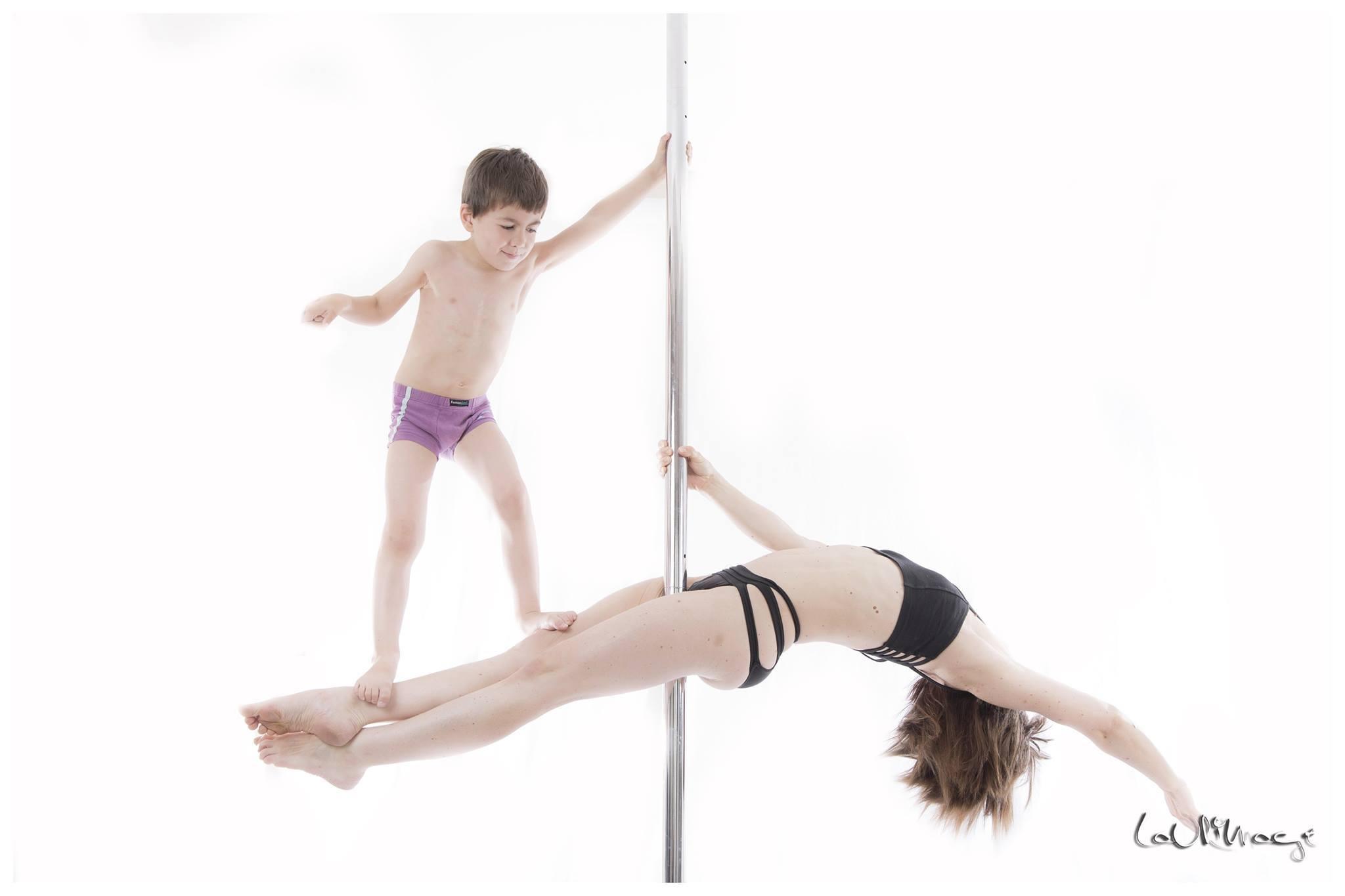 pole-dance-enfant-mère